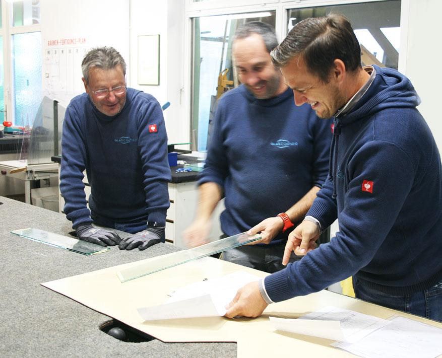 glascorner-mitarbeitersuche-teambesprechung